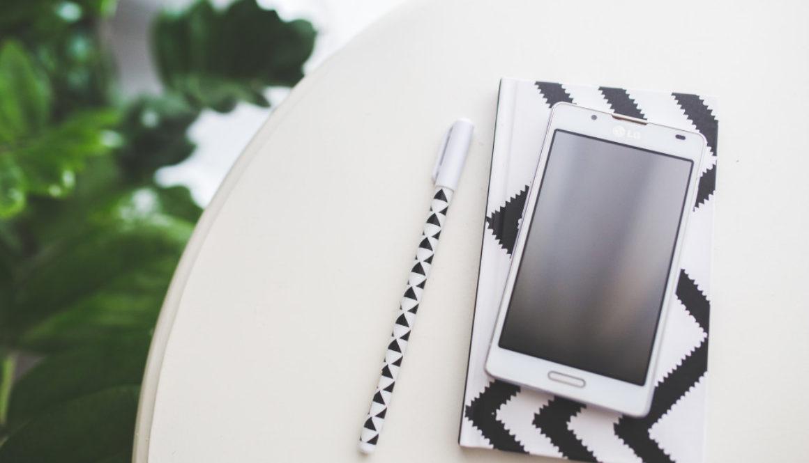 smartphone-notebook-pen-notes